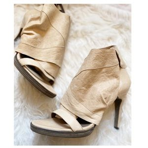 LD Tuttle - Strappy Sandals with Wrap Deta…